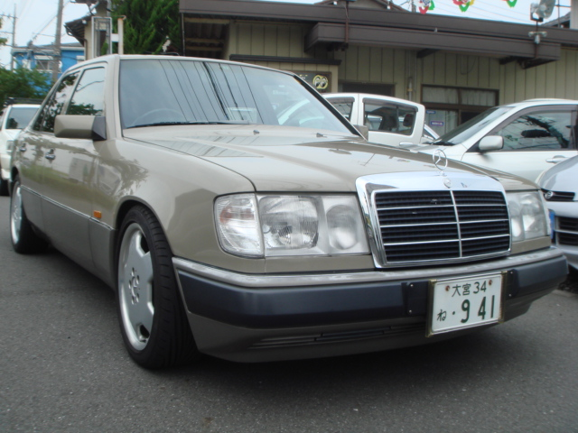 MERCEDES BENZ 300E RHD 1990 YEAR